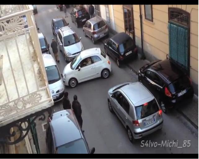 Bufala o realtà? Svelato il mistero sull'automobilista più imbranato d'Italia!